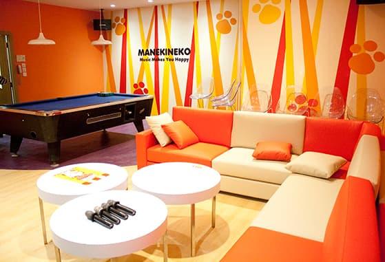 manekineko karaoke vip room with billiard table