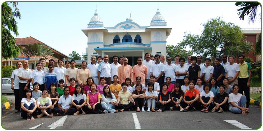 Nikam Yoga Singapore members in a group photo