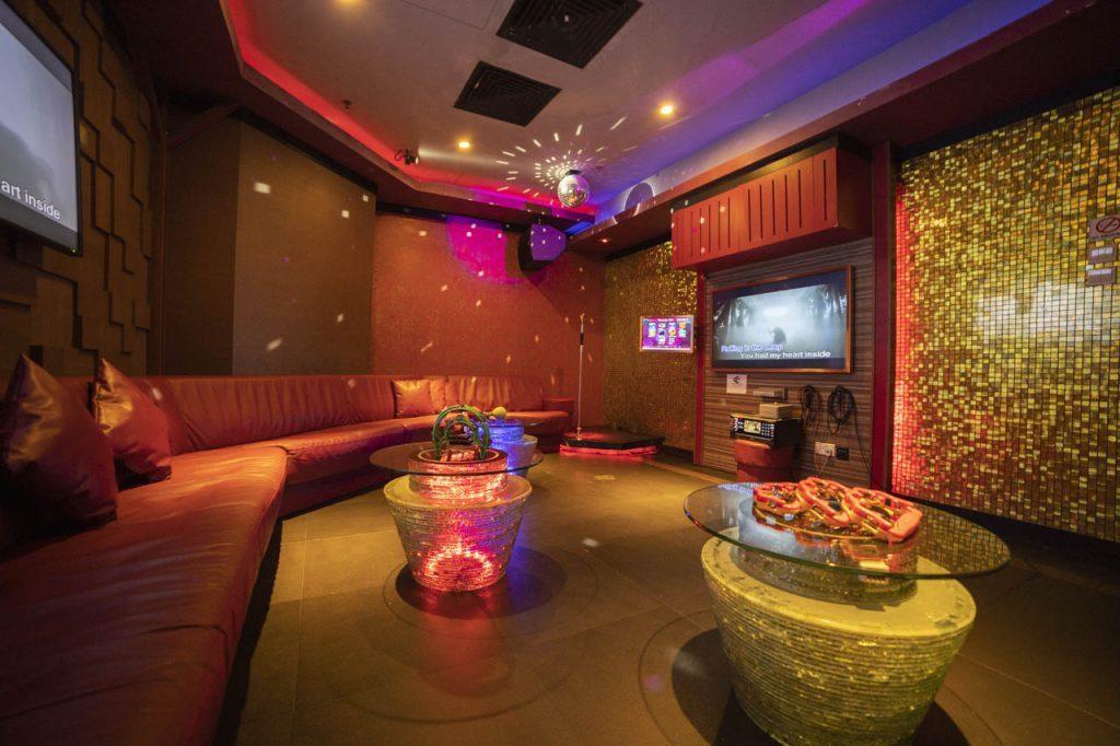 Cash studio nice and big karaoke room with disco lights